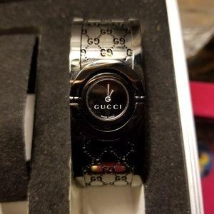 Gucci bangle bracelet watch